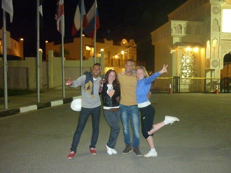 две русские девушки и 2 египтянина